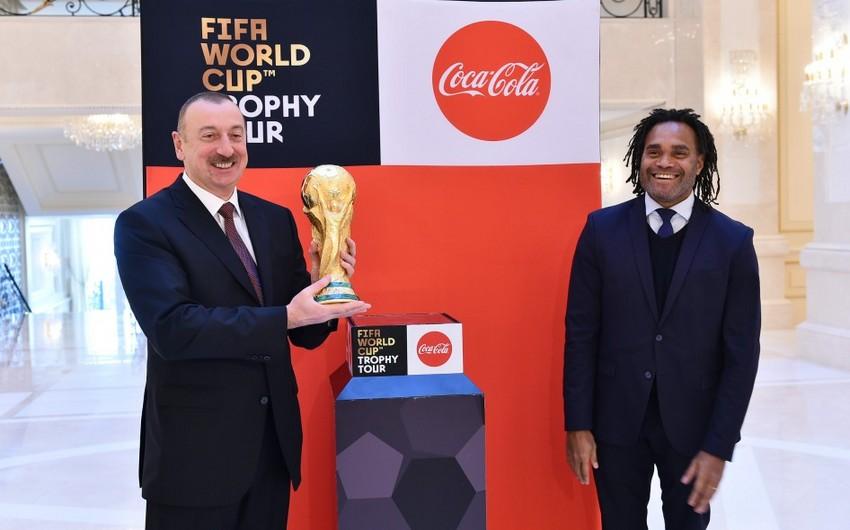 Президенту Ильхаму Алиеву представлен оригинал Кубка чемпионата мира по футболу