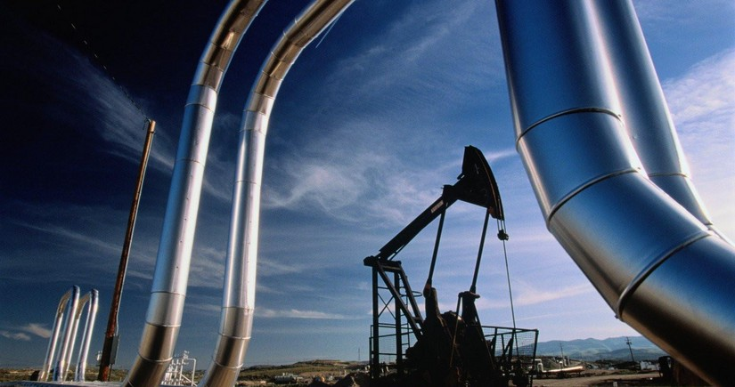 Azeri Light oil price nears $ 50