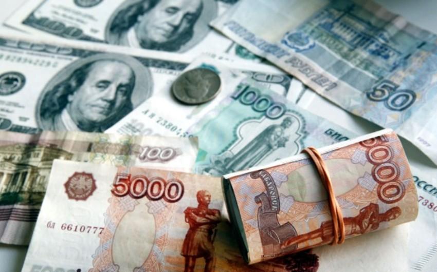 Rusiyada dolların ucuzlaşması il yarımlıq rekord vurub