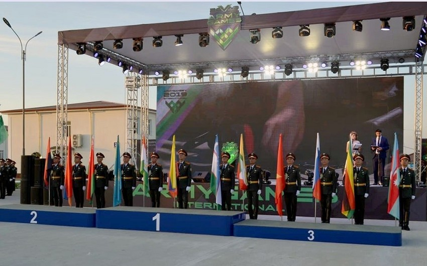 """Azerbaijani military doctors awarded cup and medal at  """"Military Medical Relay Race"""" contest"""