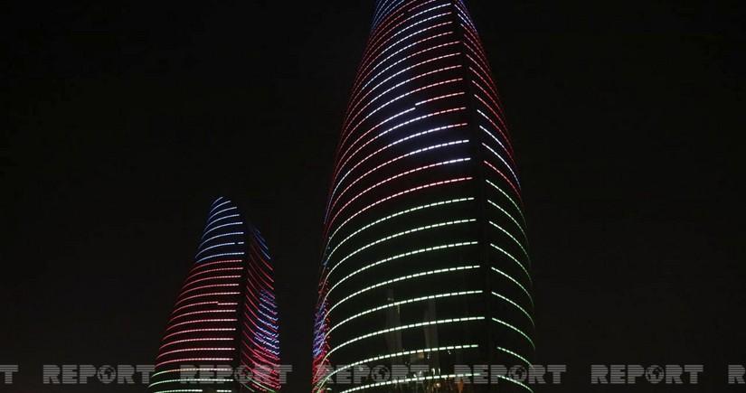 FlameTowersосвещен цветами азербайджанскогофлага