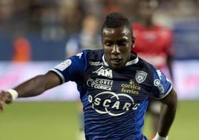 Французский футболист скончался во время игрыс друзьями