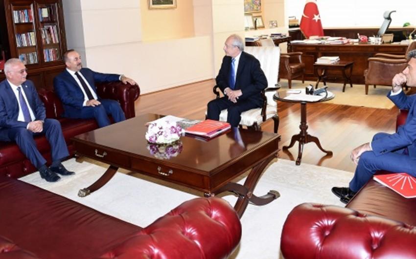 Türkiyə XİN başçısı siyasi partiyaların liderləri ilə görüşüb
