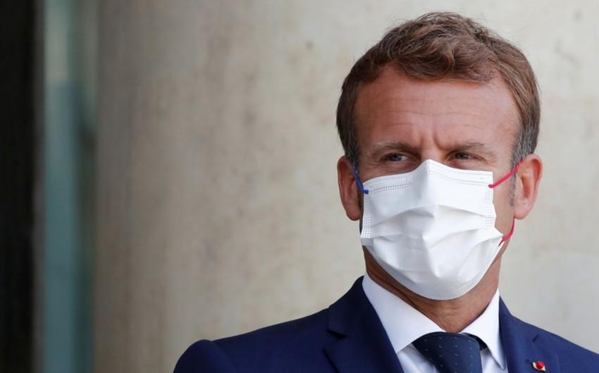 Макрон: Франция обсуждает с Талибаномгуманитарные операции