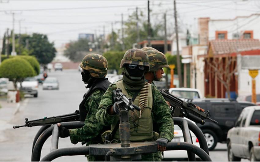Meksikada cinayətkarlarla hərbçilər arasında silahlı toqquşma olub