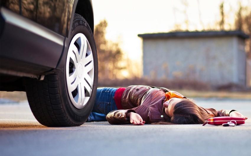 Balakəndə 25 yaşlı qadını avtomobil vurub