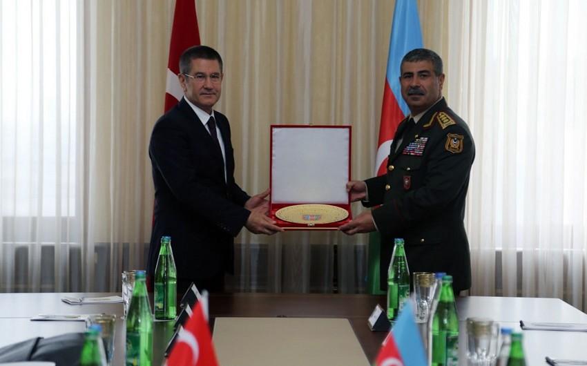 Azərbaycan və Türkiyə müdafiə nazirlərinin görüşü olub - VİDEO