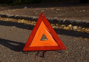 В Баку автомобиль сбил двух пешеходов