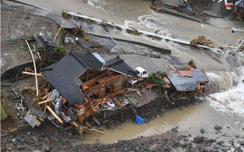 Yaponiyada leysan nəticəsində bir nəfər ölüb, 22 nəfər itkin düşüb