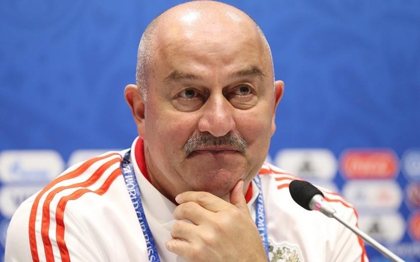Rusiya Futbol İttifaqı Stanislav Çerçesovla müqavilənin müddətini uzadacaq