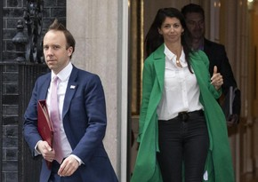 Глава минздраваБритании ушел в отставку на фоне скандала с помощницей