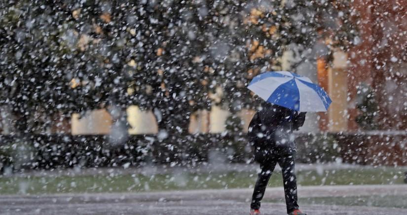 Sabah yağış, qar yağacaq, güclü külək əsəcək