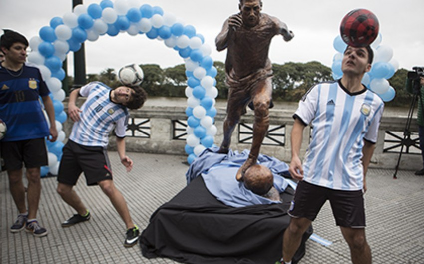 Buenos Ayresdə Messiyə heykəl ucaldılıb