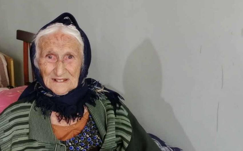 115 yaşlı seçici səs verib - FOTO
