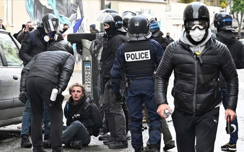 Во Франции на акциях желтых жилетов задержали более 250 человек