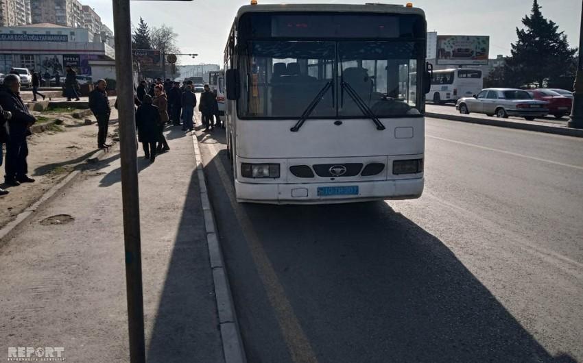 Bakıda sərnişin avtobusu yaşlı qadını vuraraq ağır xəsarət yetirib - FOTO