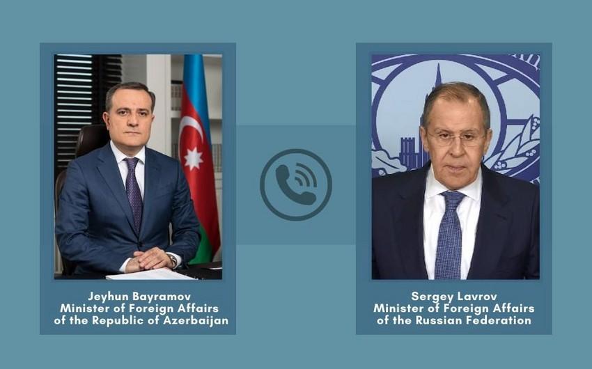 Azərbaycan və Rusiya XİN başçıları arasında telefon danışığı olub