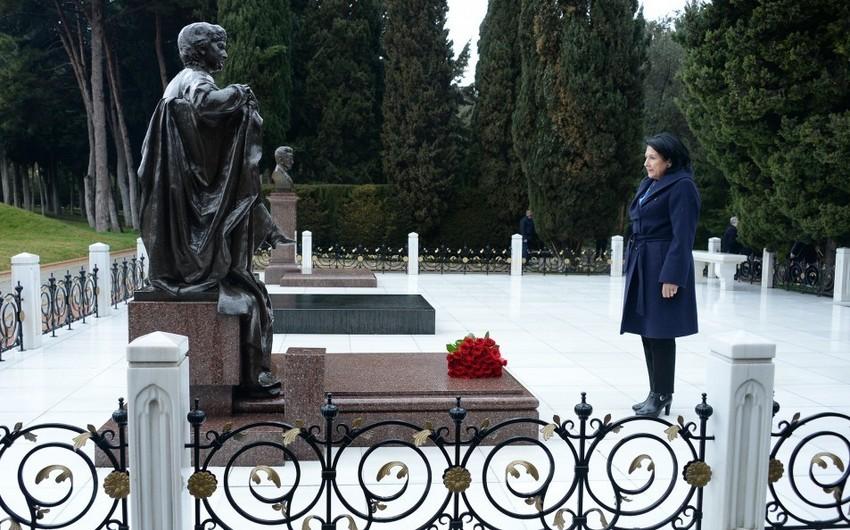 Президент Грузии посетила Аллею почетного захоронения