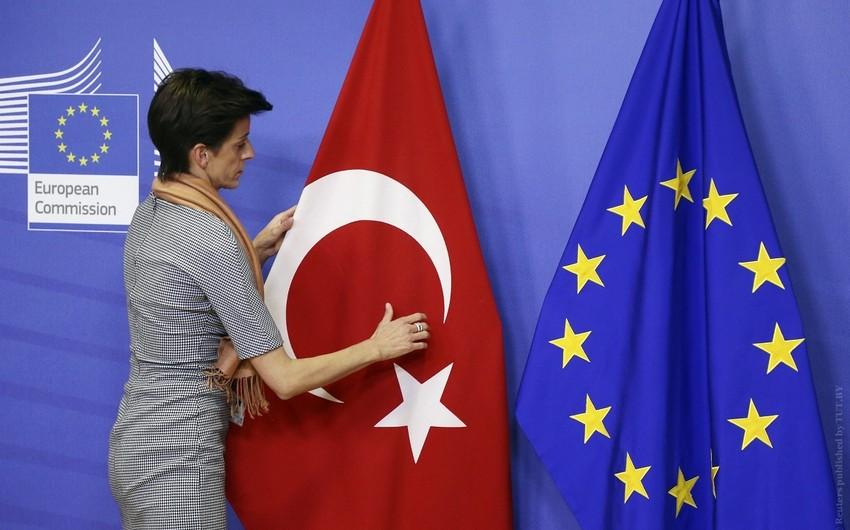 Türkiyə Avropa İttifaqını qaçqınlar haqqında sazişi pozmaqla hədələyib