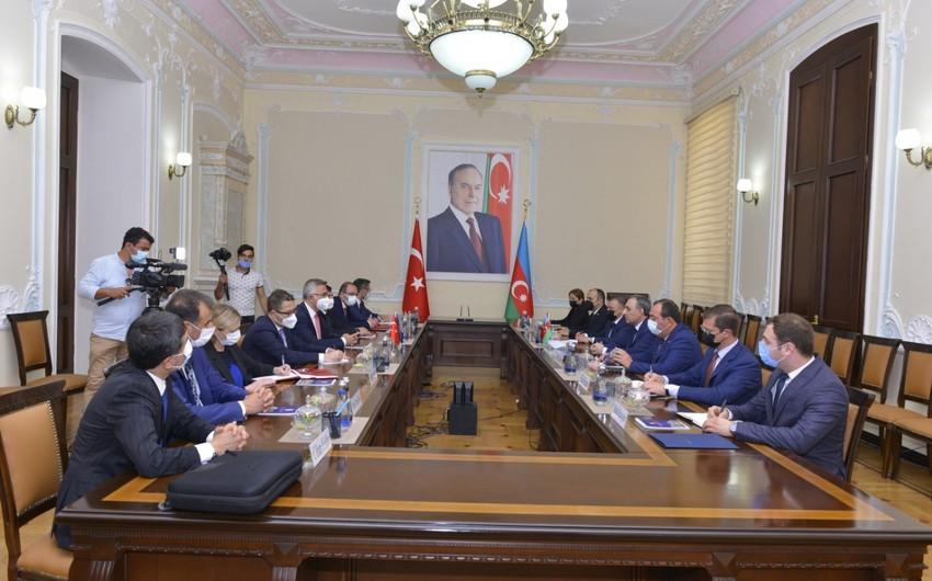 Baş Prokurorluğun Elm-Tədris Mərkəzi ilə Türkiyə Ədliyyə Akademiyası arasında anlaşma memorandumu imzalanıb