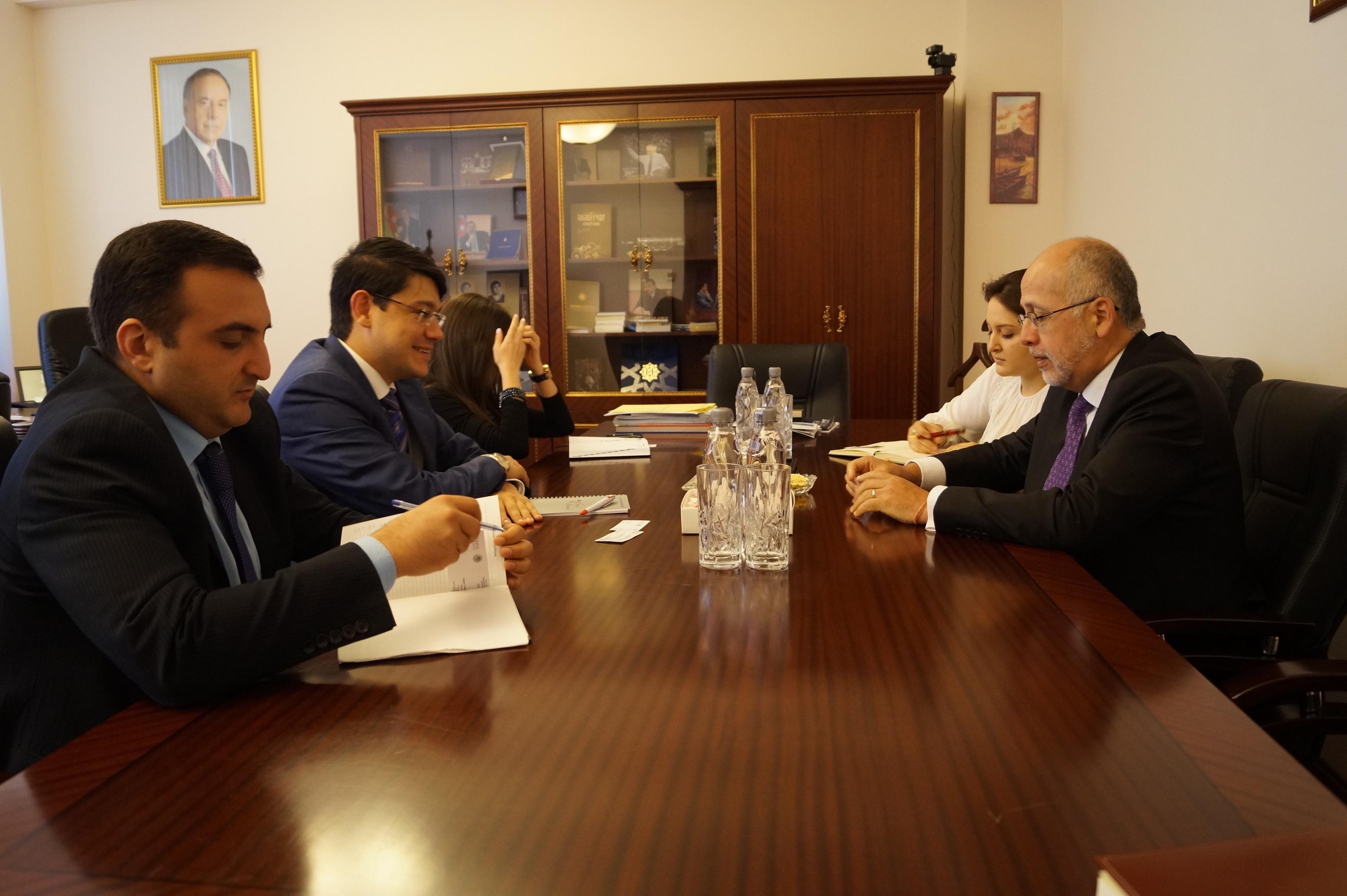Посол Мексики провел встречи в Милли Меджлисе Азербайджана