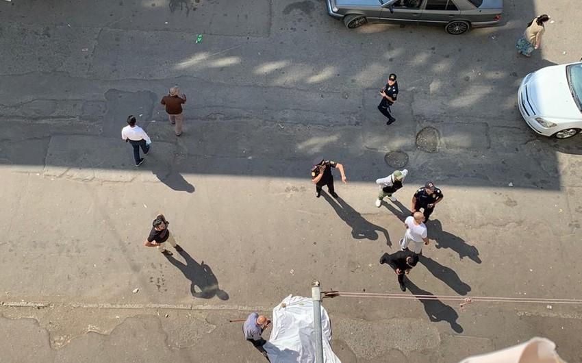 В Баку женщина выбросилась с 8-го этажа