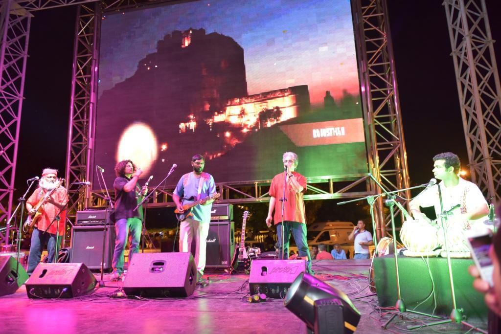 Baku hosts concert of Indian Ocean band