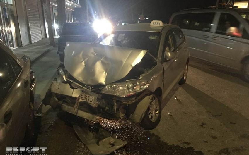 В Баку пьяный водитель устроил цепную аварию- ВИДЕО