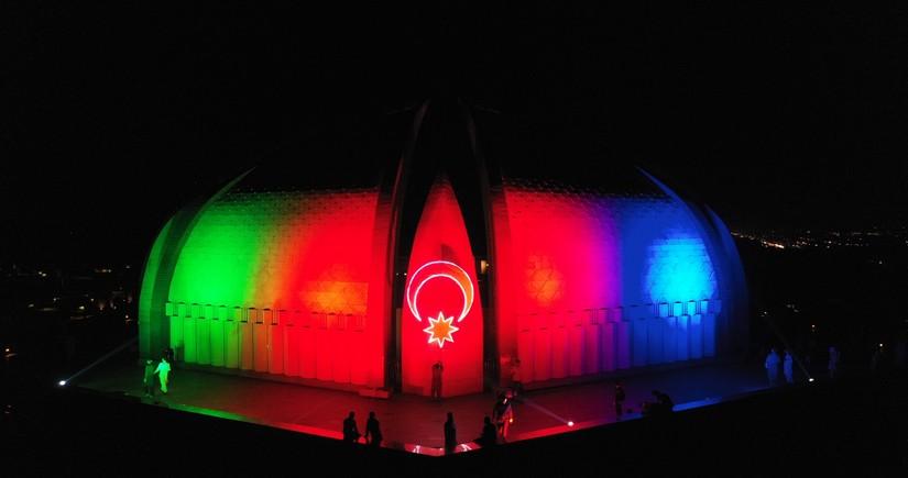 Pakistan Abidəsi Azərbaycan bayrağı ilə işıqlandırılıb