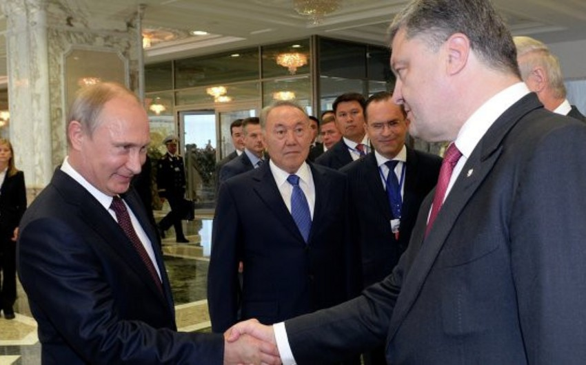 Pyotr Poroşenko Minskdə Vladimir Putinlə görüşüb