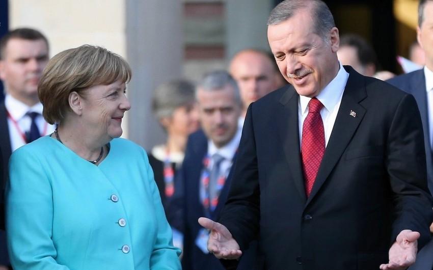 Ərdoğanla Merkel arasında telefon danışığı olub