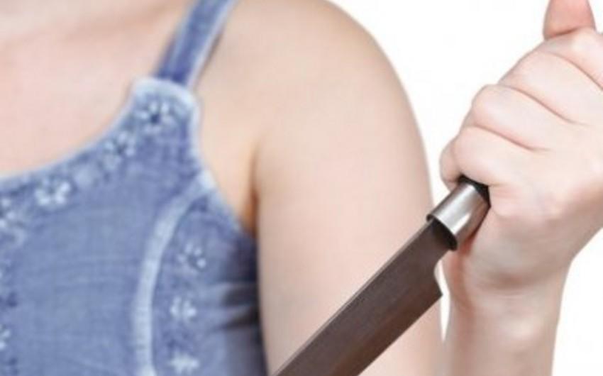 Qaradağda  qadın 31 yaşlı oğlanı bıçaqlayıb