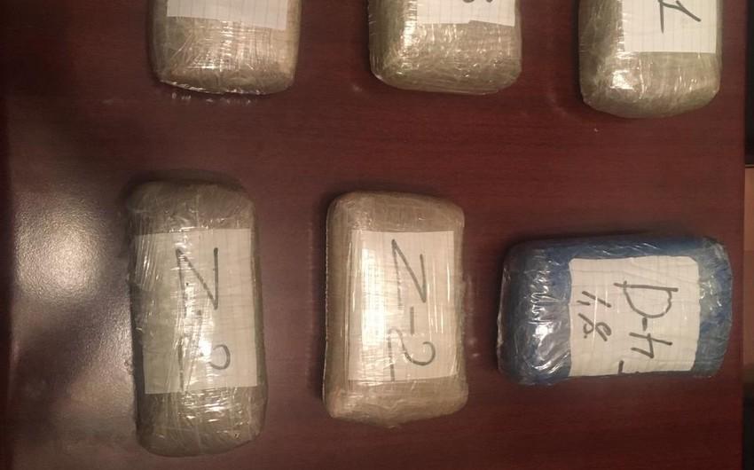 Cəlilabadda avtomobildən 10 kiloqramdan artıq heroin aşkarlandı