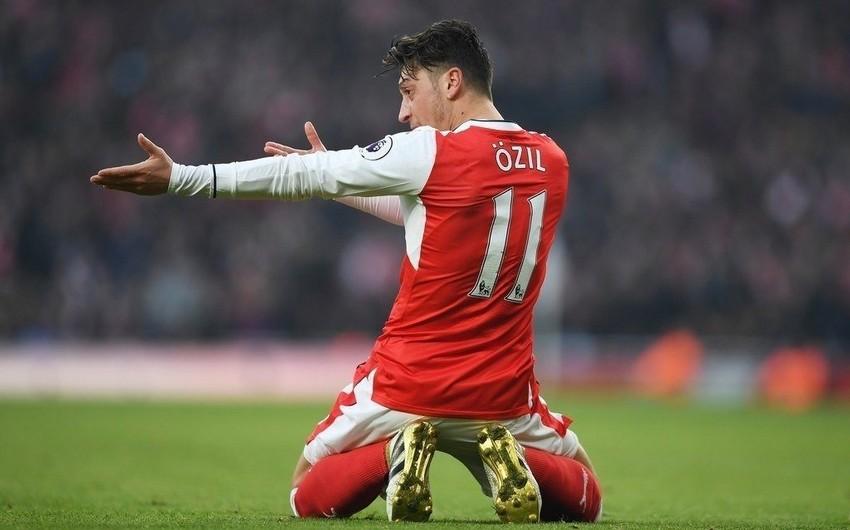 """Mesut Özil """"Arsenal"""" rəhbərliyinə etiraz edib"""