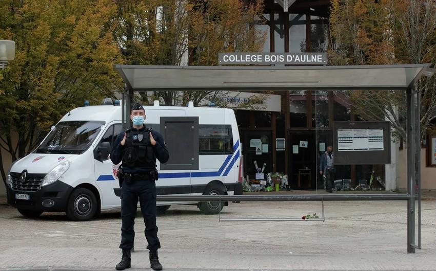Школьникам предъявили обвинения по делу об убийстве учителя во Франции