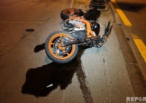 Yasamal rayonunda motosiklet avtomobilə çırpıldı, xəsarət alan var