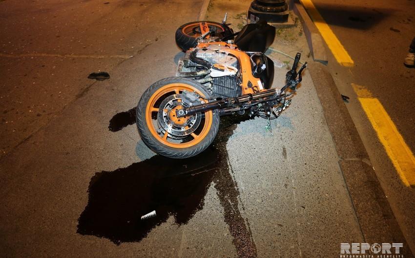 Мотоцикл столкнулся с автомобилем на Ясамале