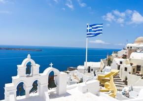 Greece to reduce quarantine for tourists