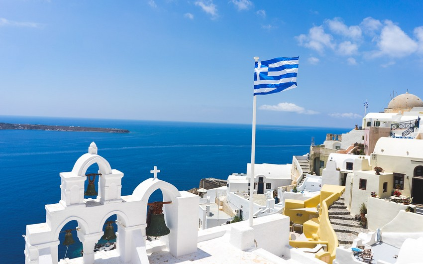 Greece to reduce quarantine for tourists