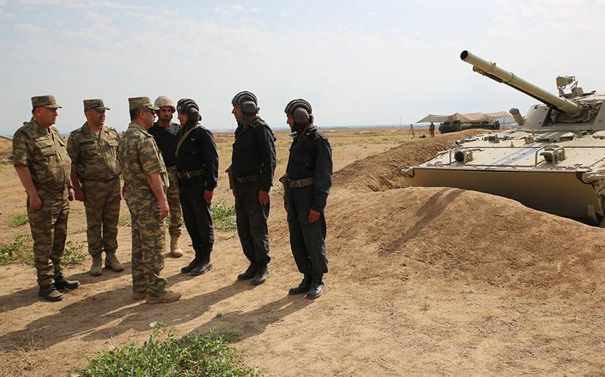 Министр обороны Азербайджана проверил уровень боеготовности соединений и воинских частей, дислоцированных на линии фронта