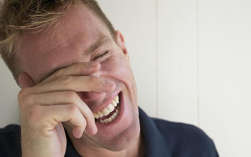 Tez-tez gülən insanlar stressi daha yüngül keçirirlər