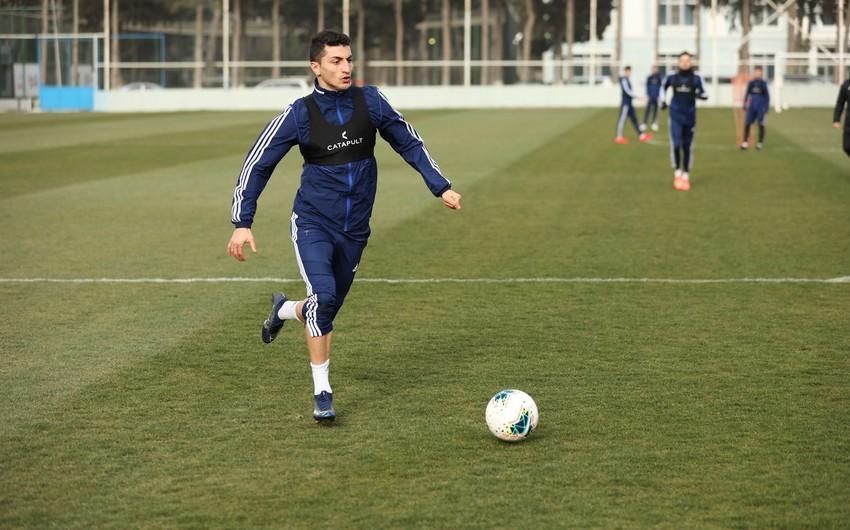 Qarabağ daha bir futbolçu ilə yollarını ayırdı