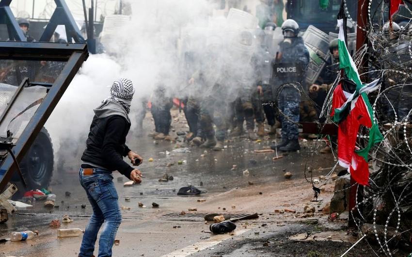 В Ливане полиция применила слезоточивый газ для разгона протестующих у посольства США