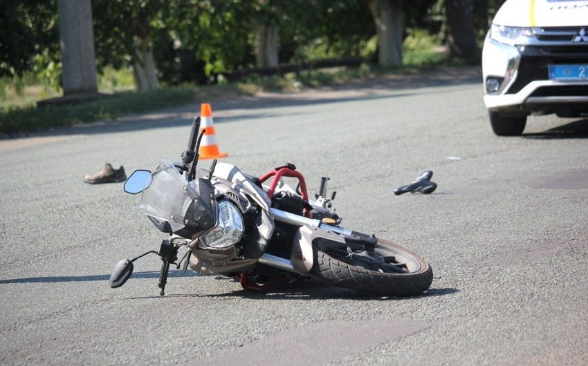 Bakıda motosiklet gənc oğlanı vuraraq xəsarət yetirdi