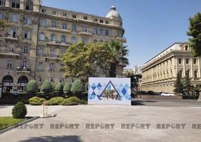 В Баку идут работы по установке памятника Гаджи Зейналабдину Тагиеву