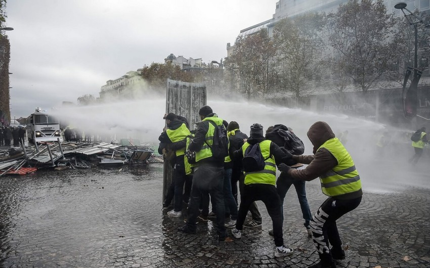 В Париже на акции протеста задержали свыше 20 человек