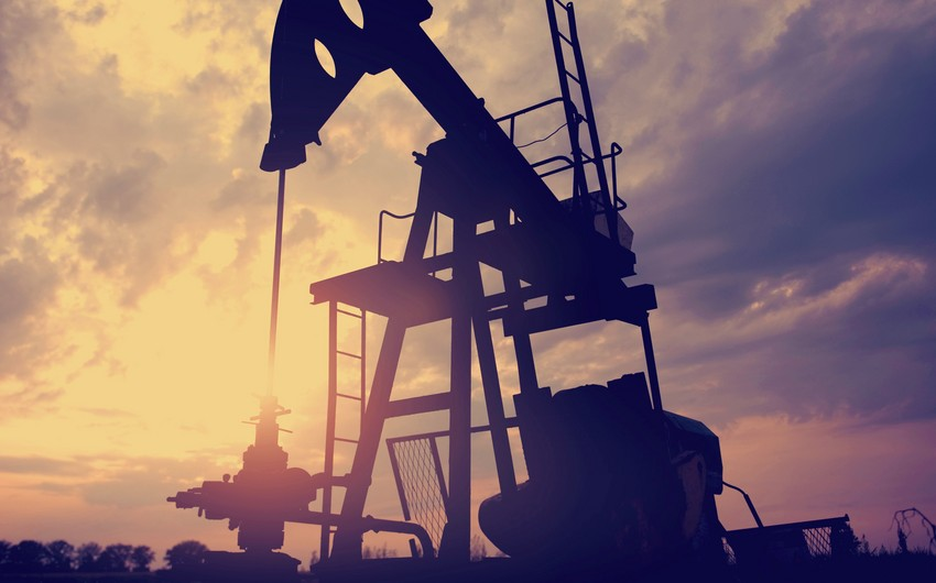 Azerbaijani oil price up by nearly 2%