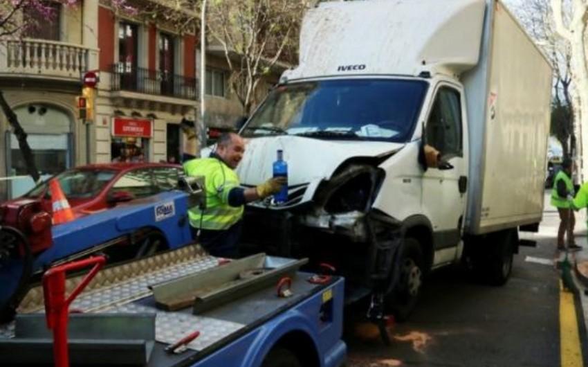 Barselonada sürücü yük maşınını insanların üzərinə sürüb, 7 yaralı var