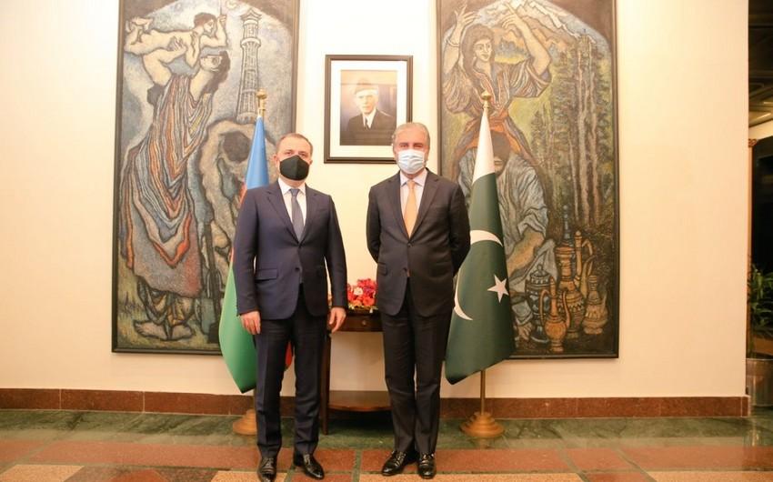 Azərbaycan və Pakistan xarici işlər nazirlərinin görüşü olub