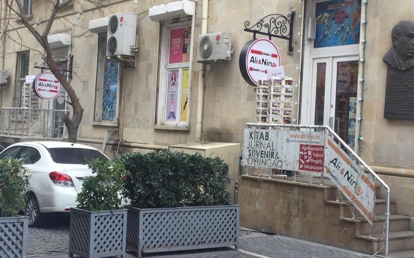 Əli və Nino kitab mağazasının işçiləri qarət olunub